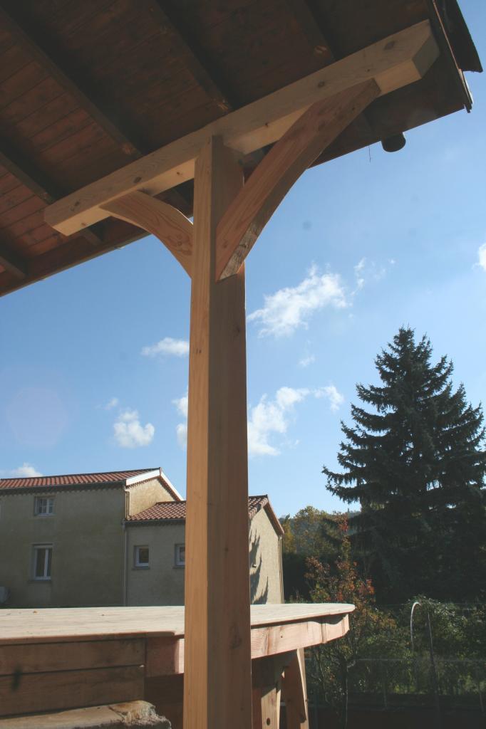 poteau et liens reprise de charge avancée de toiture
